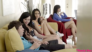 Slutty doll Whitney Wright gives a blowjob in front of her girlfriends