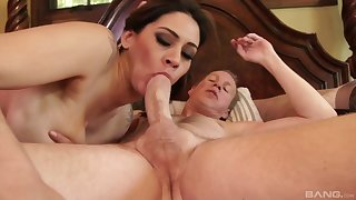 Brunette vixen Raylene strokes say no to clit while possessions fucked