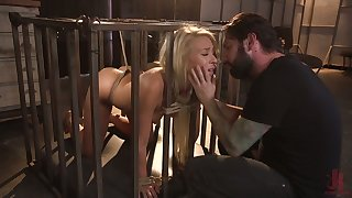 Trull in the cage Carmen Caliente serves her man find agreeable nobody else before
