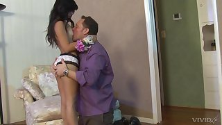 Jasmine Gomez gets her pussy fortified by horny dude apropos the room