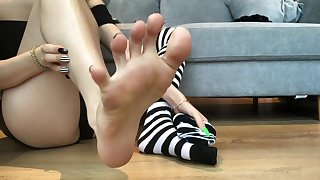 stripey toes