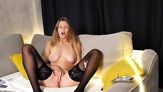 Sexy tow-haired masturbate live webcam for unorthodox titties